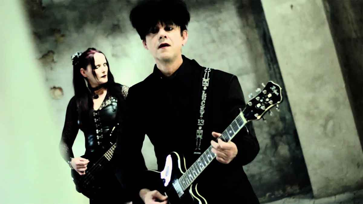 Clan Of Xymox - Vixen In Disguise